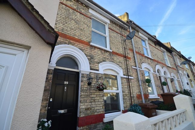 2 bedroom terraced house to rent in Kitchener Road, Strood, Rochester