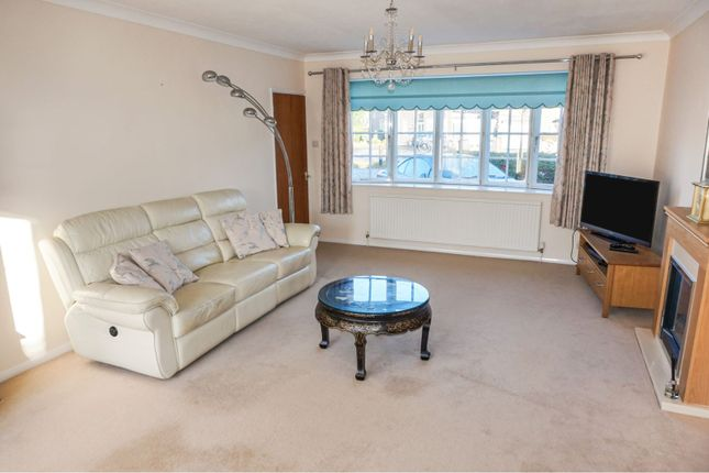 Living Area of Glenfield Road, Western Park LE3