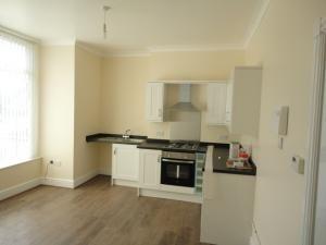 Thumbnail Flat to rent in Flat 1, Roundhay Road