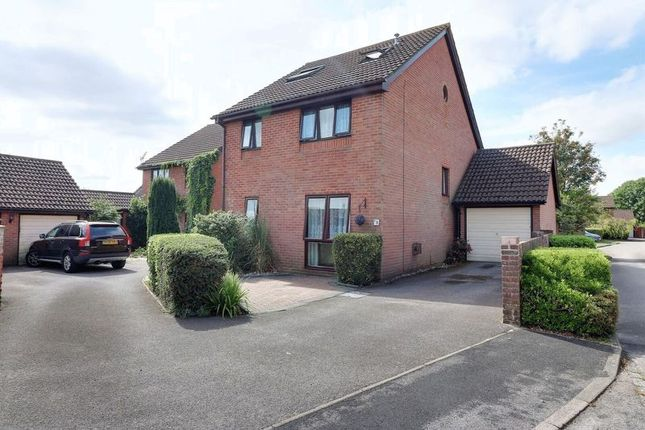 Front of Northfield Close, Clanfield, Waterlooville PO8