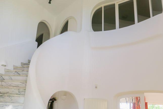 Semi Circular Staircase