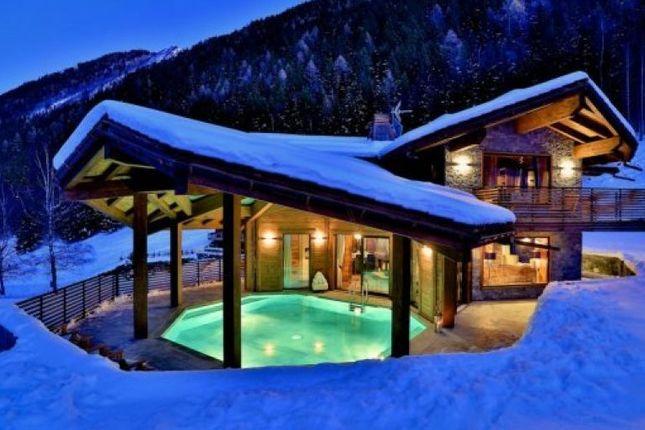 Thumbnail Chalet for sale in Chamonix-Mont-Blanc (Le Lavancher), 74400, France
