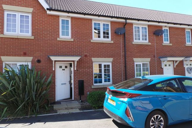 Thumbnail Terraced house to rent in Burrows Close, Grantham