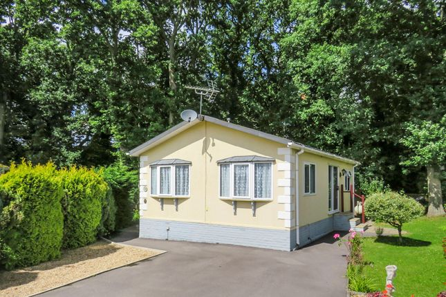 Thumbnail Mobile Park Home For Sale In Emms Lane Brooks Green Horsham