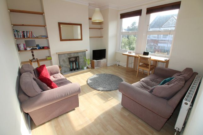 2 bed flat to rent in Penwith Road, Earlsfield