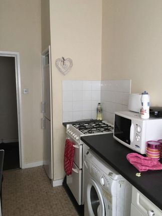 2 bed flat to rent in 2 Bed Upper Flat, Smithdown Road, - Perfect Location