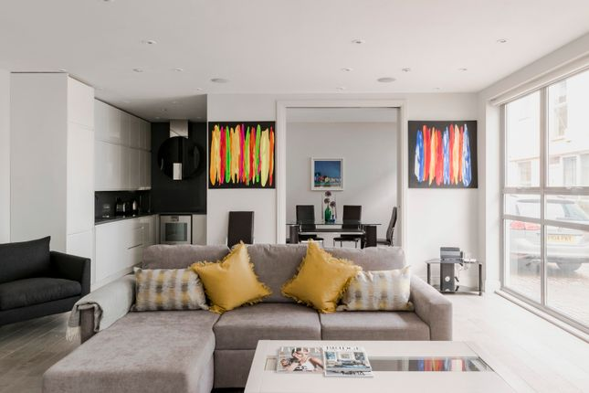 Thumbnail Triplex to rent in Old Manor Yard, London