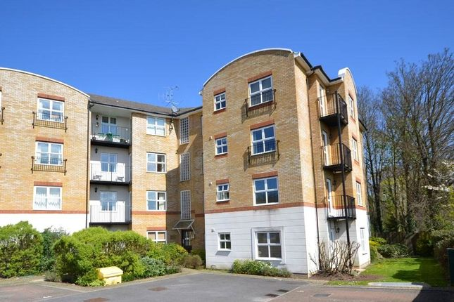 2 bed flat for sale in Russell Road, Basingstoke, Hampshire