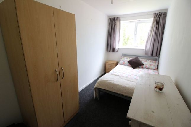 Thumbnail Room to rent in Clovelly Way, Orpington