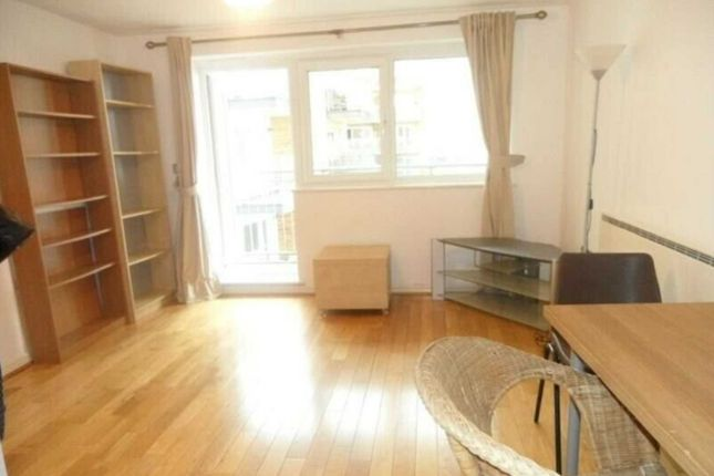 1 bed flat to rent in Rosemore House, Ealing W13