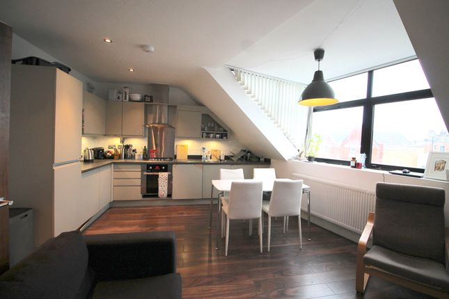 3 bed duplex to rent in Balham High Road, London