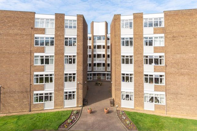 2 bed flat to rent in Station Avenue, Walton-On-Thames KT12