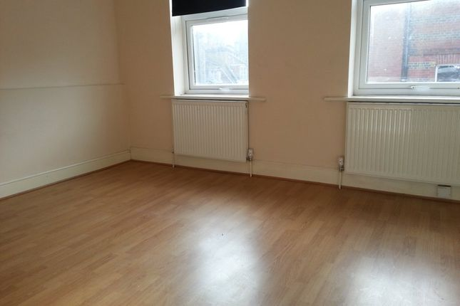 Thumbnail Flat to rent in Fieldgate Street, London