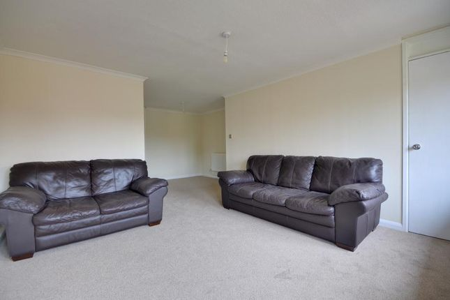 Thumbnail Maisonette to rent in Pippins Close, West Drayton, Middlesex