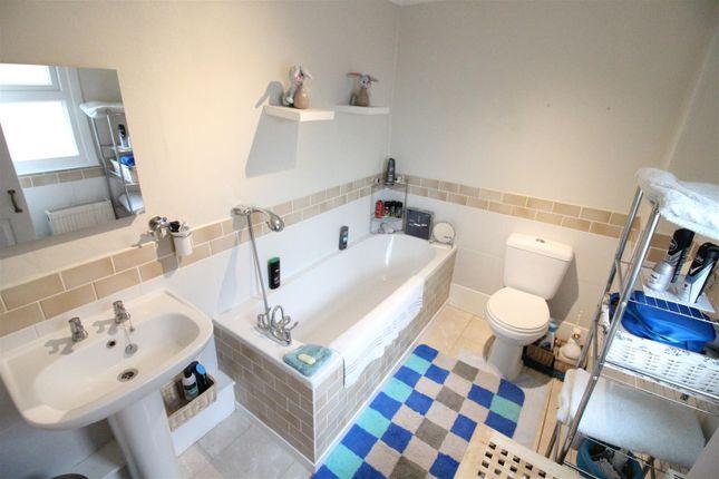Bathroom of Lyric Close, Hull HU3