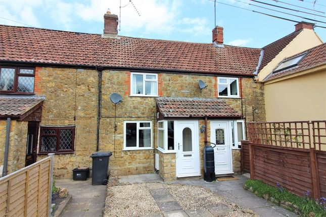 2 bed terraced house to rent in The Cross, Ilminster TA19