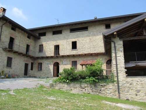 Thumbnail Farmhouse for sale in Galbiate, Lombardy, Italy