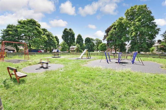 Surrounding Area of Oliver Crescent, Farningham, Kent DA4
