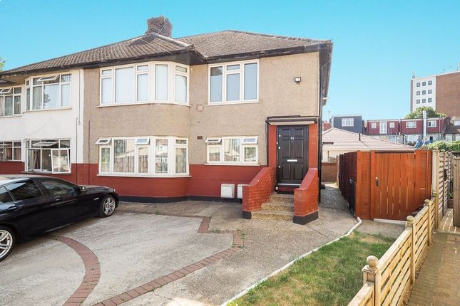 Thumbnail Flat for sale in Headley Avenue, Wallington
