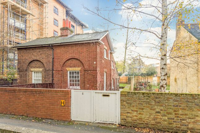 Thumbnail Semi-detached house for sale in Oaklea Passage, Kingston Upon Thames