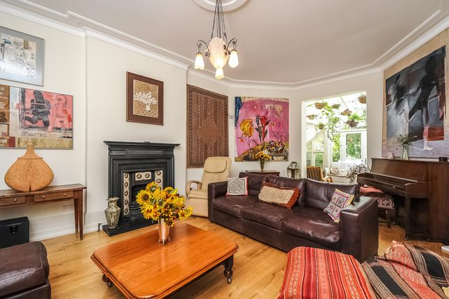 Family Room of Exeter Road, Queens Park NW2