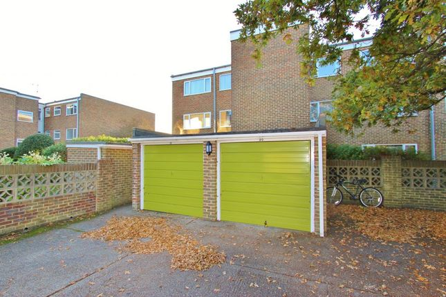 Parking/garage to rent in Bath Road, Worthing