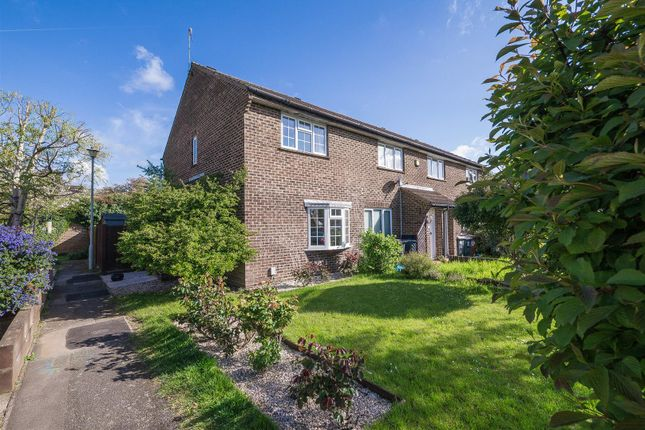 Thumbnail Property for sale in Willowmead, Hertford