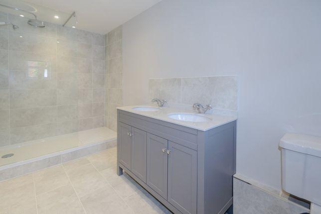 Cottage Bathroom of Twyford Road, Binfield, Berkshire RG42
