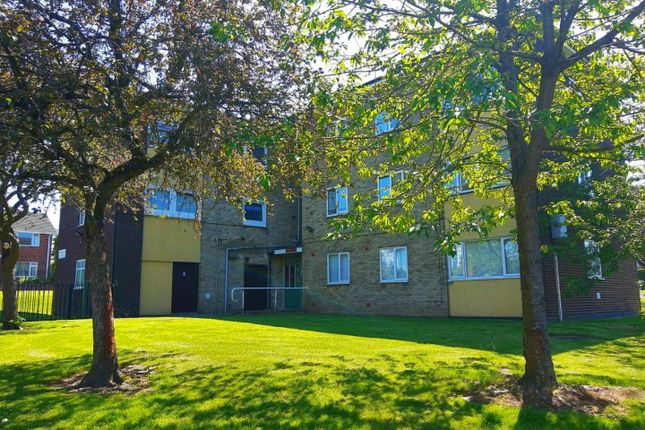 2 bed flat to rent in Bamford Close, Bloxwich, Walsall WS3