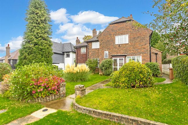 Thumbnail Detached house for sale in Burgh Mount, Banstead