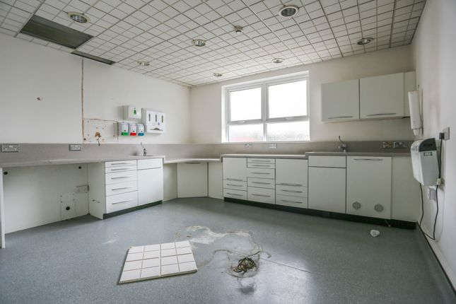 Thumbnail Commercial property to let in Windmill Hill, Halesowen