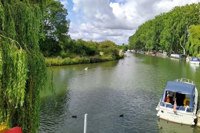 Picture No. 12 of Burford Road, Lechlade GL7
