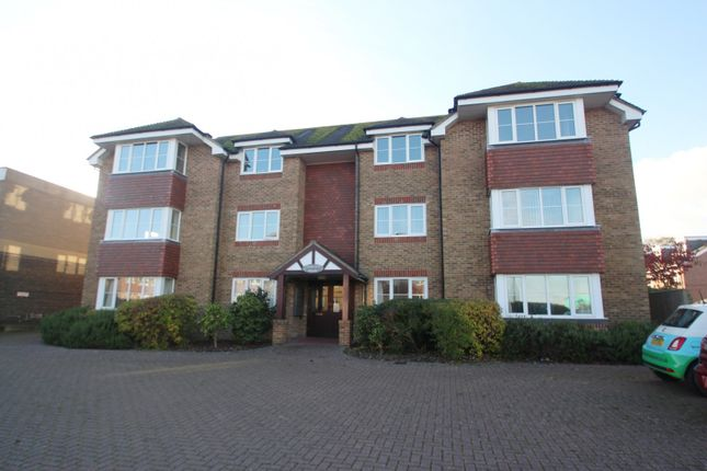 2 bed flat to rent in Charlotte House, Station Road