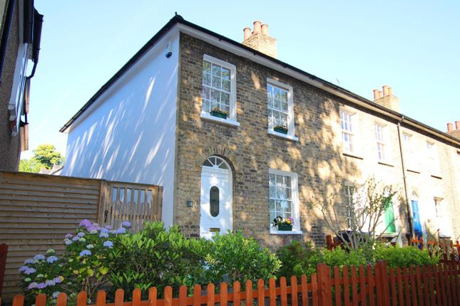 Thumbnail Cottage for sale in Chase Side, Enfield