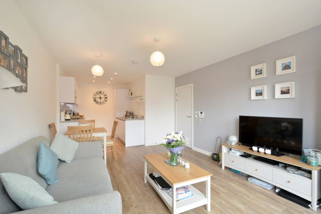 Thumbnail Flat for sale in Naomi Street, London