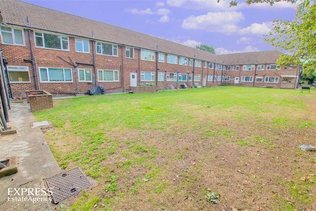 Thumbnail Flat for sale in Anchor Meadow, Farnborough, Hampshire