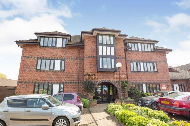 Flat for sale in Coten End, Warwick