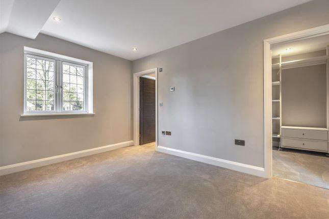565421 (7) of Oak End Way, Woodham, Addlestone KT15