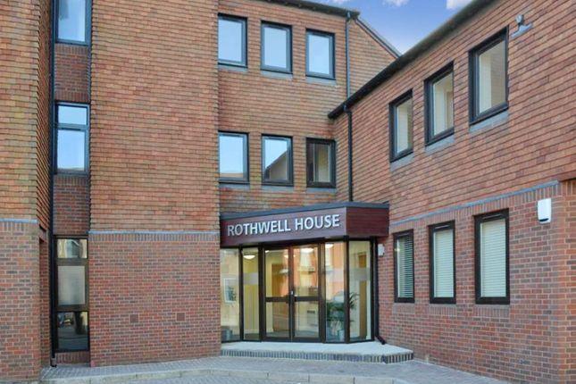 Thumbnail Flat to rent in Rothwell House, Newbury, Berkshire