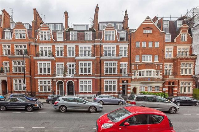 2 bed flat to rent in Palace Court, London