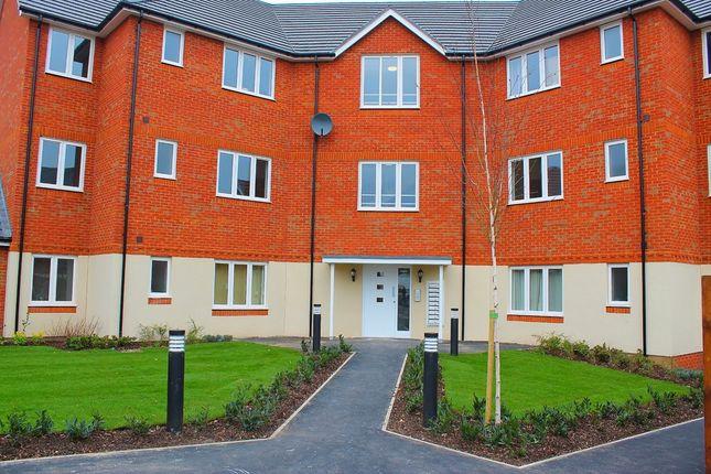 Thumbnail Flat to rent in Hornchurch Square, Farnborough