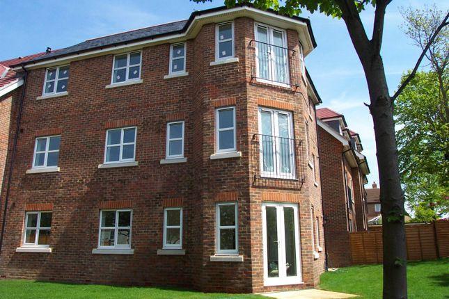Thumbnail Flat to rent in Amy Gardens, Hamble, Southampton