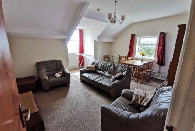 Flat to rent in Woodlands Terrace, Mount Pleasant, Swansea
