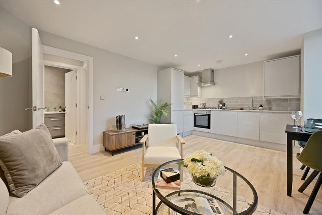1 bed flat for sale in Buckingham Place, Bellfield Road, High Wycombe HP13