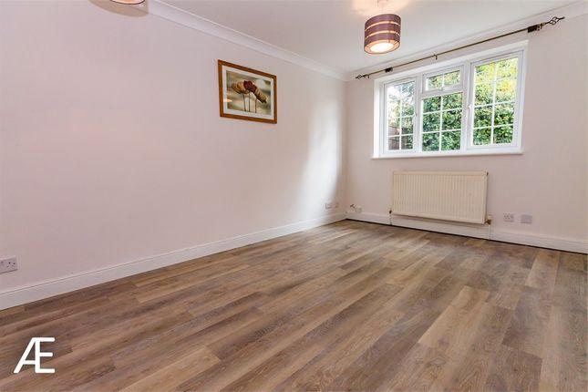 Thumbnail Flat to rent in Hanson Close, Beckenham, Kent