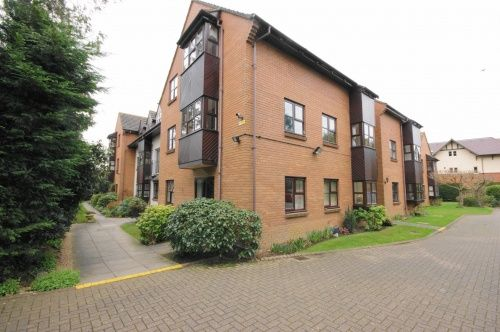 Thumbnail Flat to rent in Berkeley Court, Moorside Road, West Moors, Dorset