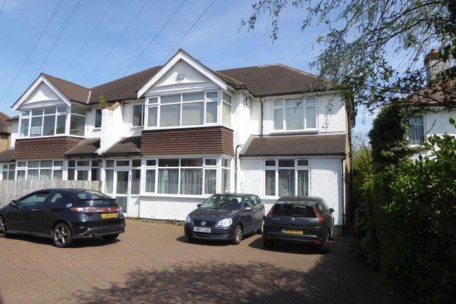 Flat to rent in Woodcote Grove Road, Coulsdon