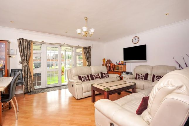 Thumbnail Flat to rent in Hownslow, Middlesex