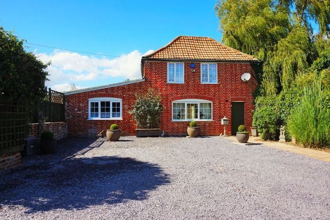 2 bed detached house for sale in St. Osyth Road, Little Clacton