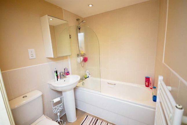 1 Paton Court Bathroom